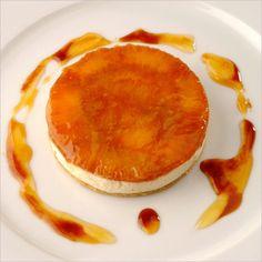 Mélanger le beurre, la farine et le sel. Travailler la pâte jusqu'à obtention d'une consistance sableuse. Travailler les jaunes…