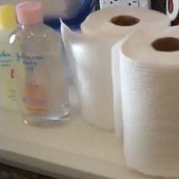Pour faire des économies et être sûre des produits que vous utilisez pour bébé, fabriquez vous-même ses lingettes nettoyantes! Cette maman, Sarah, vous livre tous ses conseils pour des lingettes de bébé comme si vous veniez de les acheter!