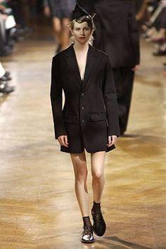 Yohji Yamamoto Spring 2003 Ready-to-Wear Collection Photos - Vogue