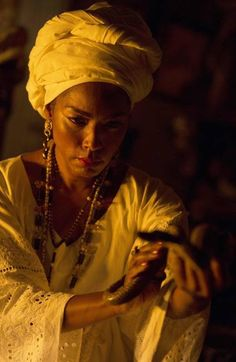 American Horror Story: Coven - Angela Bassett ... Marie Laveau