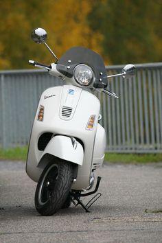 Piaggio Vespa, Lambretta Scooter, Vespa Scooters, Retro Scooter, Scooter Bike, Vespa 300, Italian Scooter, Moto Car, Motor Scooters