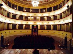 Il #Teatro Annibal Caro è stato inaugurato nel 1872 ed ha una capienza di 400posti #TeatriDICivitanova #CivitanovaAlta