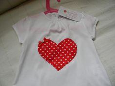 camiseta de niña con apliques de fieltro y tela camiseta fieltro y tela cosido a mano