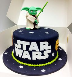 12 awesome Star Wars cakes that will blow your mind. The perfect blofg for May Star Wars Day! Star Wars Cakes for every occasion. Star Wars Party, Star Wars Birthday Cake, Birthday Cakes, Birthday Ideas, 5th Birthday, Happy Birthday, Bolo Star Wars, Star Wars Cake, Star Wars Cupcakes