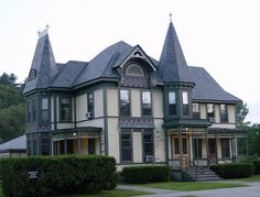 victorian homes missouri | Architectural features: