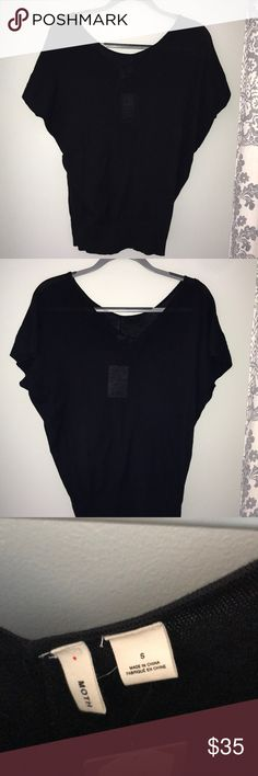 Anthropologie Scoop Neck Sweater Never worn. Good condition. Anthropologie Sweaters Crew & Scoop Necks