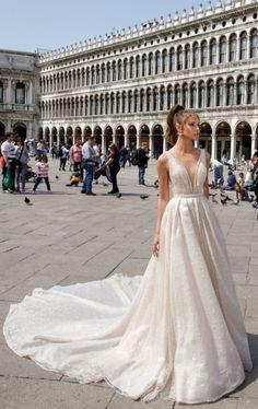 963 najlepších obrázkov z nástenky Wedding dresses v roku 2019 ... b42293e4c5f