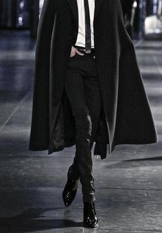 Image about fashion in mode by tia borg on we heart it Male Clothes, Black Clothes, Look Fashion, Mens Fashion, Bcbg, Look Man, Poses References, Mafia, Character Inspiration