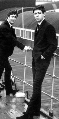 John & Paul two lads from Liverpool who became world famous as they wrote those wonderful songs for The Beatles Beatles Bible, Foto Beatles, Les Beatles, Beatles Photos, John Lennon Beatles, With The Beatles, The Beatles Live, Liverpool, Yoko Ono