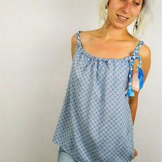 Le top Bardot en coton bleu français fluide idéal pour un été en toute légèreté. Inspiration bohème, création par #Melilange