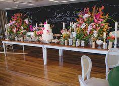 Mini wedding.  Foto: @pauloediegokiki Buffet: @duogastronomia  Decor: @felipesilver Assessoria: @4youassessoria