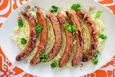 Lämmintä hapankaalia ja paistettuja bratwurstia - Reseptit - Ilta-Sanomat Bratwurst, Asparagus, Menu, Vegetables, Koti, Menu Board Design, Studs, Vegetable Recipes, Veggies