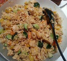 Blondin herkut: Helppo kana-riisisalaatti Easy Cooking, Fried Rice, Fries, Ethnic Recipes, Food, Red Peppers, Eten, Meals, Stir Fry Rice