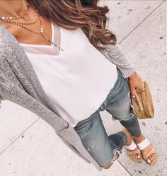 Walking around NYC today. catch my sto. Walking around NYC today… catch my stories to see my friends shopping dilemma 🤷🏻♀️btw my cami is back in stock 🙌🏻and my cardi is… Mode Style, Style Me, Long Grey Cardigan, Loose Sweater, Gray Sweater, Spring Summer Fashion, Autumn Fashion, Look Fashion, Womens Fashion