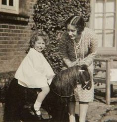 Previously unpublished family photograph issued by the Royal Collection of Queen Elizabeth II with a toy horse in front of Naseby Hall Young Queen Elizabeth, Lady Elizabeth, Princess Elizabeth, Princess Margaret, Margaret Rose, Prinz Philip, Queen Pictures, Duchess Of York, Isabel Ii