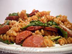 Fusilli com Linguiça Calabresa, Tomate e Rúcula
