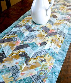"""FREE PATTERN: """"Braided Table Runner"""" (from Art Gallery Fabrics) This site has tons of free quilt patterns. Table Runner And Placemats, Table Runner Pattern, Quilted Table Runners, Quilt Patterns Free, Free Pattern, Pattern Blocks, Quilting Projects, Sewing Projects, Quilting Tips"""
