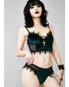 Lace Shrug, Gothic Lingerie, Sexy Lingerie, Fashion Lingerie, Gothic Mode, Velvet Bra, Hot Goth Girls, Cute Goth Girl, Girl Facts
