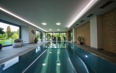 nerezový bazén, přelivný bazén, vnitřní bazén, rodinný bazén, bydlení, design, luxusní bazén Lounges, Home Fashion, Sims, Mansions, House Styles, Outdoor Decor, Design, Home Decor, Arquitetura