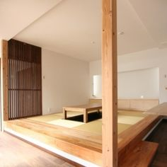 風景が透過する和モダンの家の部屋 畳ダイニング