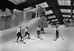 Künstliche Skibahn im Berliner Schneepalast am Kaiserdamm, 1927 © bpk / Kunstbibliothek, SMB / Willy Römer