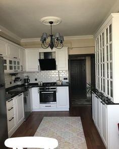 """Instagram'da Ev Gezmesi: """"7 yıl önce evlerini aldıklarında zevklerine ve ihtiyaçlarına göre mutfak, banyo ve tüm gömme dolapları yaptırmış ev sahiplerimiz…"""""""