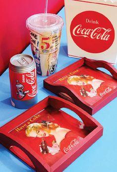 Vidro líquido / DIY, craft Coca Cola, Vintage Country, Vintage Wood, Diy And Crafts, Arts And Crafts, Decoupage Vintage, Coke, Painting On Wood, Lunch Box