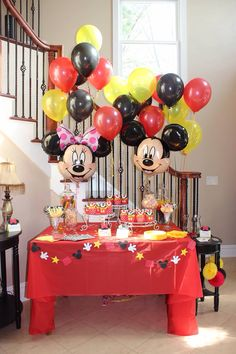 Mickey minnie Disney gender reveal party Disney Gender Reveal, Twin Gender Reveal, Baby Shower Gender Reveal, Baby Gender, Mickey Baby Showers, Minnie Mouse Baby Shower, Mickey Y Minnie, Mickey Party, Baby Shower Cakes