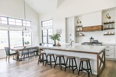 Sita Montgomery Interiors - Modern Farmhouse Kitchen