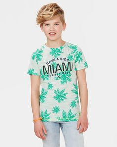 JONGENS MELANGE PRINT T-SHIRT Felgroen Cute 13 Year Old Boys, Cute Boys, Kids Boys, Kid Poses, Summer Prints, Summer Boy, Tropical, Print T Shirts, Fashion Kids
