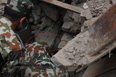 Bebé de 4 meses é resgatado dos escombros com vida após terramoto no Nepal http://angorussia.com/noticias/mundo/bebe-de-4-meses-e-resgatado-dos-escombros-com-vida-apos-terramoto-no-nepal/