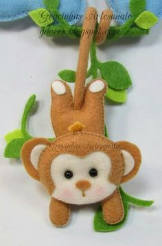23 Clever DIY Christmas Decoration Ideas By Crafty Panda Cute Crafts, Felt Crafts, Diy And Crafts, Crafts For Kids, Arts And Crafts, Felt Patterns, Stuffed Toys Patterns, Felt Christmas Ornaments, Christmas Crafts