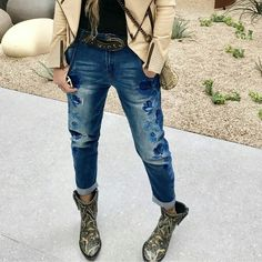 Fresh new look by wearing new pair of Look Fashion, Fashion Boots, Fashion Design, Botas Western, New Look, Outfit Of The Day, Mom Jeans, How To Make, How To Wear