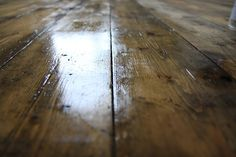Tutorial guide on how to sand and renovate old floorboards, helping you keep, enhance or even create that old, mellow time-worn finish that I know so many of us long for....with Osmo Polyx Oil Tint in Terra. Modern Country Style: How To Sand And Renovate Old Floorboards The BEST Way! Click through for details.