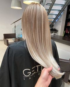 Hairstylist: Andrevia - GETT'S Color Bar Salon Iulius Mall Cluj Appointments: 0264 555 777 #getts #gettssalons #gettscolorbar #blondehair #longhair