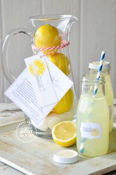Homemade Lemonade Gift Kit theidearoom.net -- So cute! What a great summer welcome to the neighborhood or pick-me-up gift.
