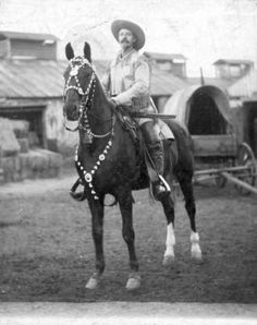 "OP: ""Buffalo Bill"" Cody and his horse ""Duke"" American History, American Women, American Indians, American Art, Native American, Vintage Pictures, Old Pictures, Old West Photos, Wild West Cowboys"