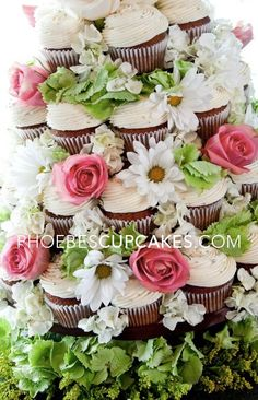 More elaborate cupcake cake