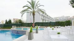 Hotel Primavera Park Benidorm Located in Benidorm, 700 metres from Mal Pas Beach, Hotel Primavera Park boasts an outdoor pool, a terrace and a restaurant.  Sierra Helada Natural Park is 15 minutes' drive away.