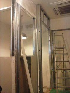 Construção de ambientes em gesso acartonado Drywall. Paredes e tetos acústicos.
