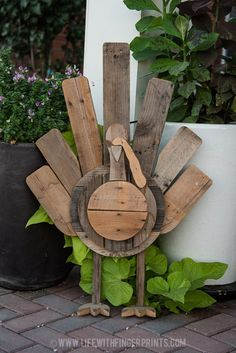 Thanksgiving Wood Crafts, Thanksgiving Decorations Outdoor, Fall Wood Crafts, Fall Halloween, Halloween Crafts, Holiday Crafts, Halloween Decorations, Diy Pallet, Wooden Pallet Crafts