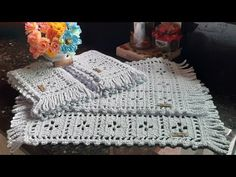 Crochet Hats, Blanket, Youtube, Crochet Gloves, Tejidos, Place Mats, Trapper Keeper, Crocheting, Flowers
