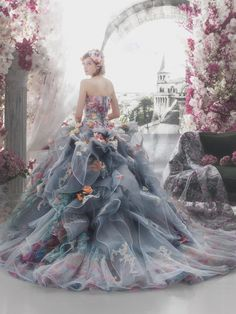 45 Amazing Colourful Wedding Dresses For Non-Traditional Bride 2019 Ball Dresses, Ball Gowns, Prom Dresses, Formal Dresses, Beautiful Gowns, Beautiful Outfits, Chifon Dress, Robes Glamour, Fantasy Gowns