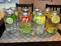 Home made vitamine water! Doe wat vruchten in een kan, laat 1-2 uur staan, liver nog een nacht in de koelkast. Combi's: • Citroen en munt • Aardbeien en kiwi • Appel en ananas • Citroen en limoen • Watermeloen en mango Framboos en munt