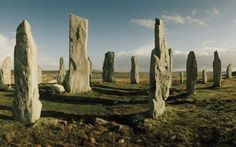 Menhires de Callanish, en las islas Hébridas, en Escocia Scotland Castles, Wanderlust, Island Tour, Famous Places, Europe Destinations, Beautiful Places In The World, Great Pictures, World Traveler, Places To Visit