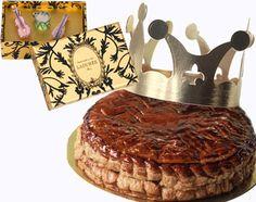 Chez Ladurée  Une galette au pain d'épices.  avec des fèves originales -  des miniatures d'instruments de musique,  cithare, violon ou tambour.