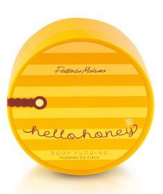 Tělový balzám Hello Honey Nádherně vonící tělové balzám Hello Honey s výjimečně nadýchanou  konzistencí. Obsahuje vzácný medový extrakt, sladký mandlový olej a vyživující bambucké máslo. Intenzivně a po dlouhou dobu hydratuje pokožku a dává jí saténovou hebkost. Použití: vmasírujte do pokožky a nechte působit. Pouze pro vnější použití. Objem: 130 g