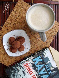 Trufle kokosowo-czekoladowe.  Nie będę ukrywać, iż gotować coś tam potrafię, ale jeśli chodzi o pieczenie i wszystko związane z cukiernictwem, to powiedzieć, że jest... Trufle, Breakfast, Tableware, Food, Morning Coffee, Dinnerware, Tablewares, Essen, Meals