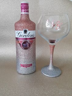 Rose gold & silver ombre, perfect combination to bling a bottle of pink gin with matching personalised glass 18th Birthday Present Ideas, 21st Birthday Decorations, Birthday Presents, Wedding Decorations, Wedding Ideas, Glitter Champagne Bottles, Bling Bottles, Glitter Vases, Personalised Gin