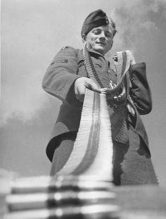 RAF Czechoslovak Fighter Squadron Armourer loading 303 ammo into a Hurricane with 303 machine guns Guns Mk 1 Hawker Hurricane, The Blitz, War Image, Battle Of Britain, Modern History, Royal Air Force, Luftwaffe, World War Ii, First World